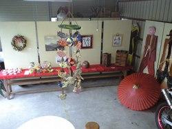 リース、タオルの犬、花飾り、写真、書、お面と衣装、つるし飾り、木工