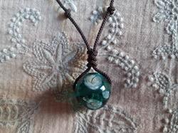 トンボ玉+紐でネックレス