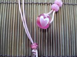 ピンクハート柄のとんぼ玉