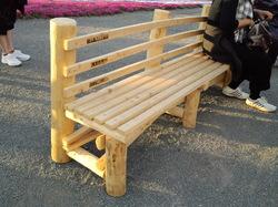間伐材の椅子