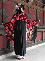 矢羽根模様の着物に袴