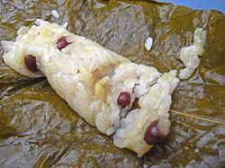 栃の葉の香りとモッチリした食感で薄塩の味付け